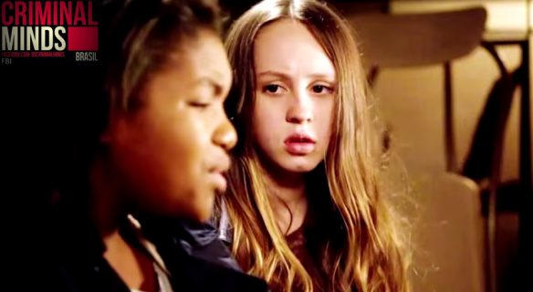 "As personagens de Hailey Sole e Taylor Mosby, Meg Callahan e Markayla Davis, correm perigo em ""The Hunt"" (10x23)."
